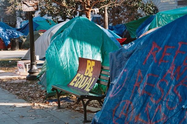 Mouvement Occupy DC, photo du camp McPherson square, décembre 2011. Crédit: Gilbert Mercier. Licence Creative Commons.